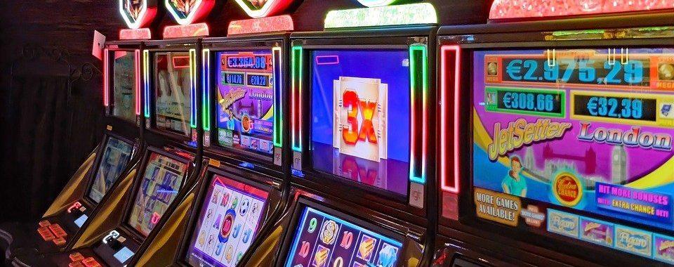 casino 3260372 960 720 1 960x380 - Metal 10 Row Casinon pöytäsirutarjotin kannella ja lukituskatsauksilla